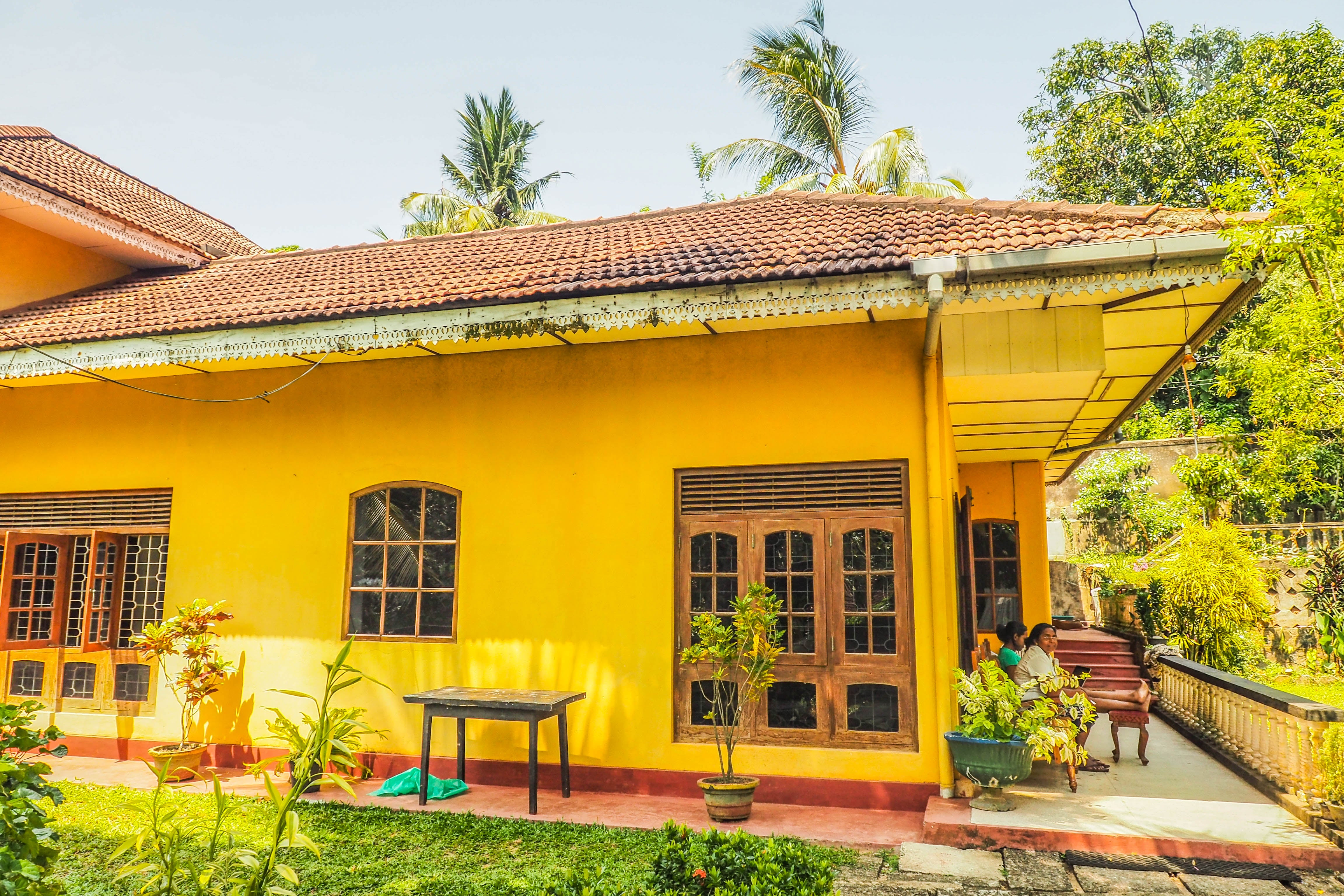 Yellow in Paradise Hostel Galle