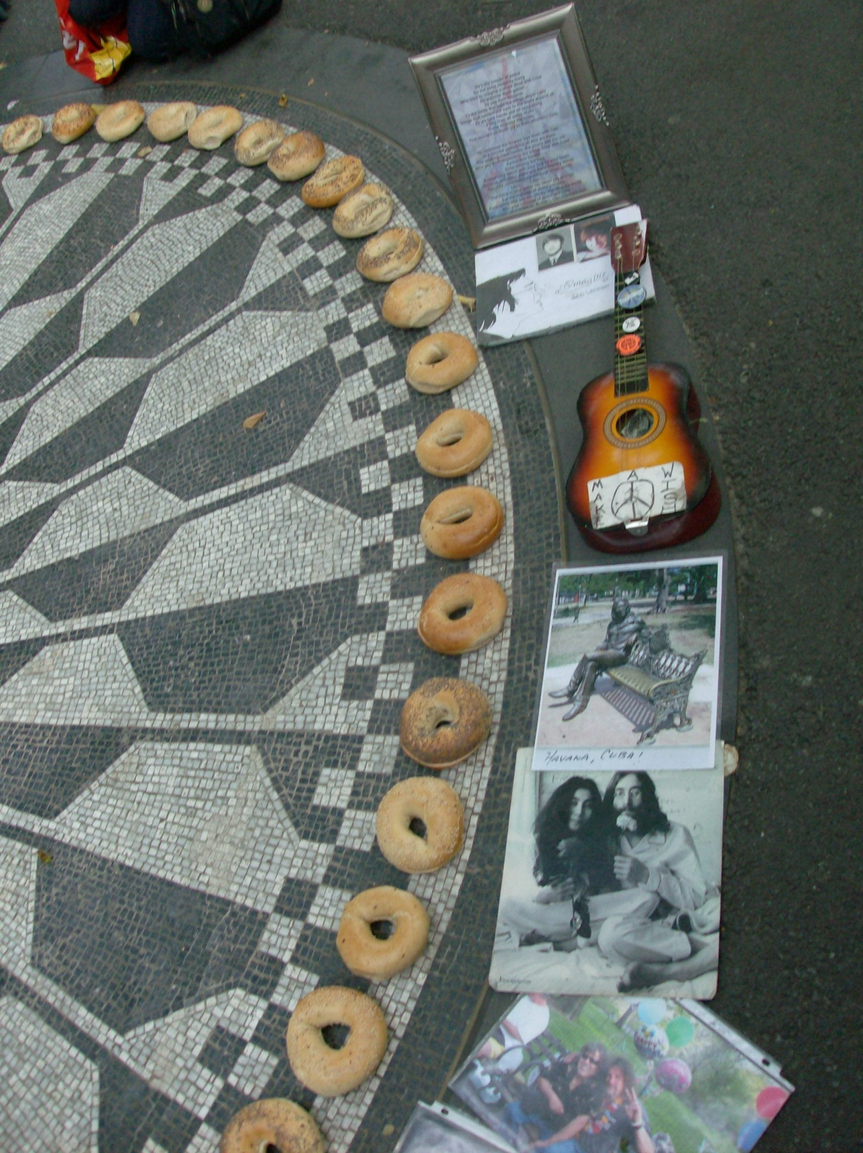 Arte en Strawberry Fields - monumento a John Lennon