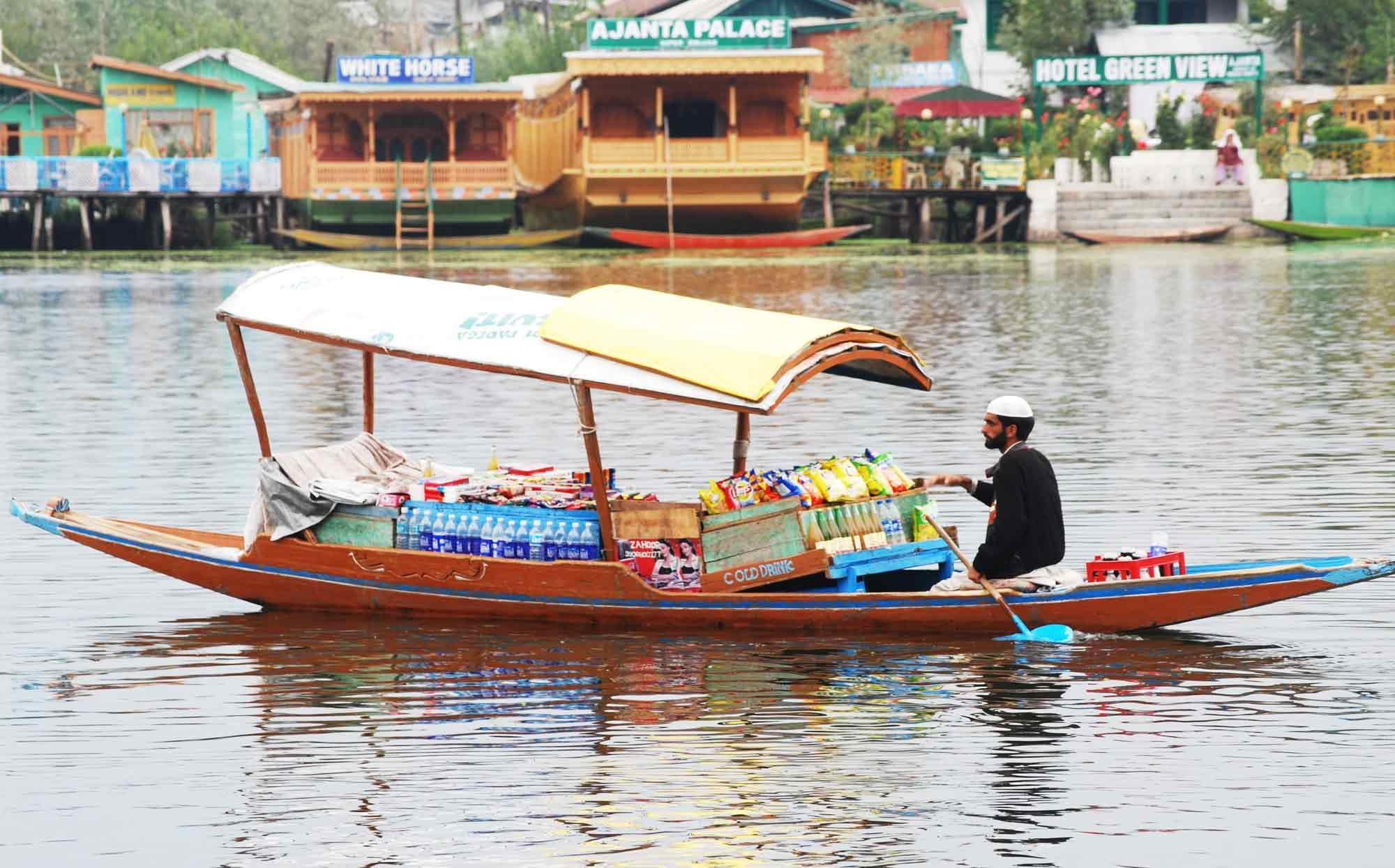 Mare Floating markets of Srinagar