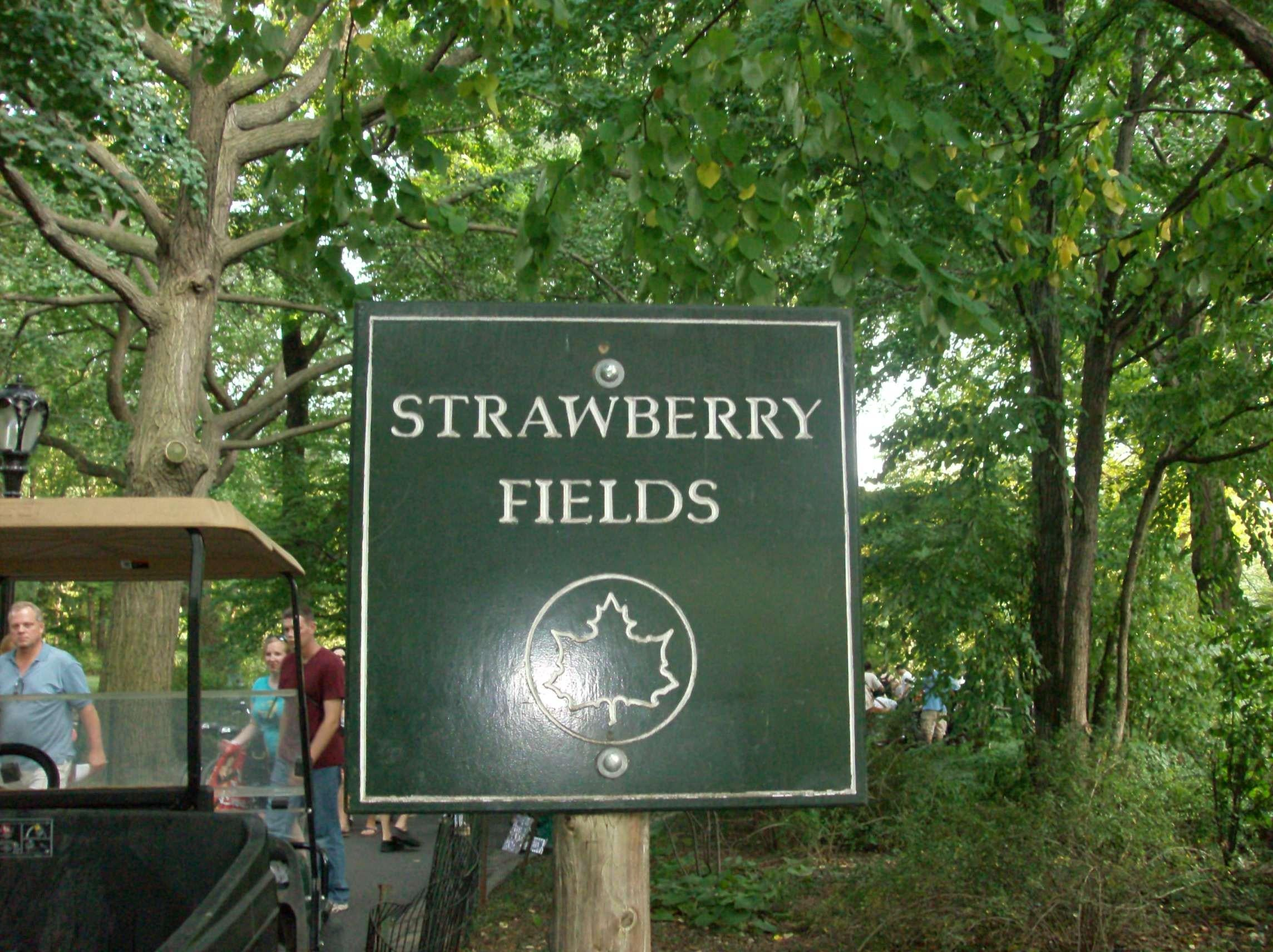 Camino en Strawberry Fields - monumento a John Lennon