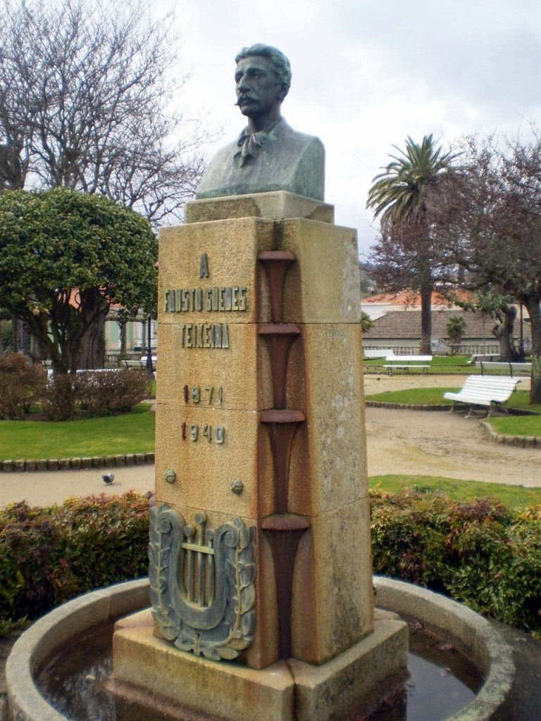 Monument to Fausto Guedes