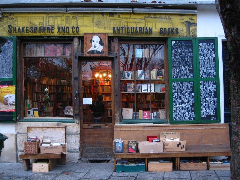 Calle en Shakespeare & Co.