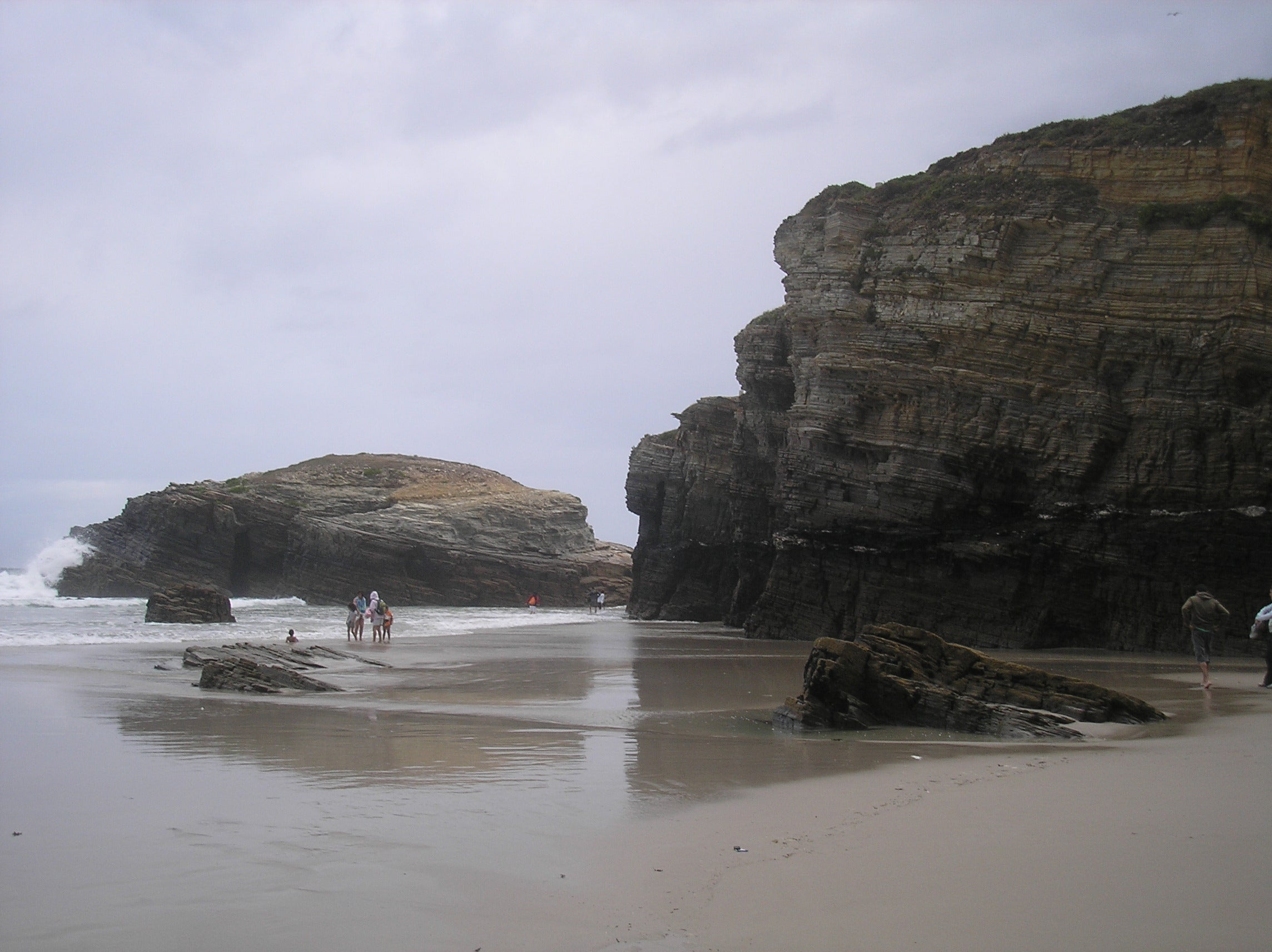Orilla en Playa de Las Catedrales - As Catedrais