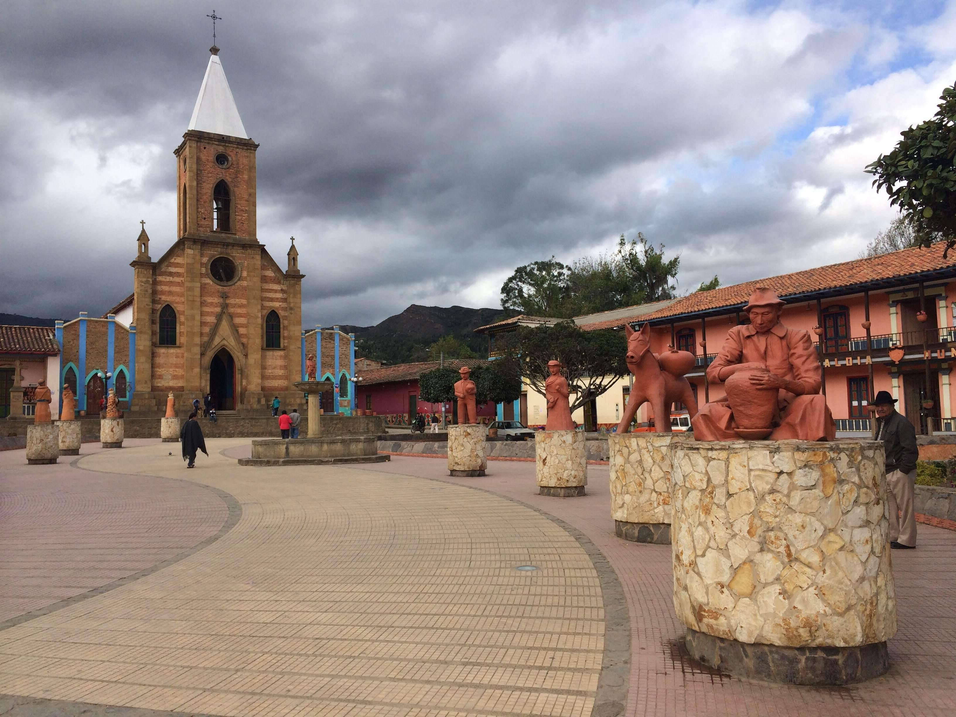 Monasterio en Plaza Mayor de Ráquira