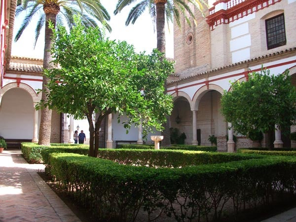 Courtyard and Baroque tower of Santiago church