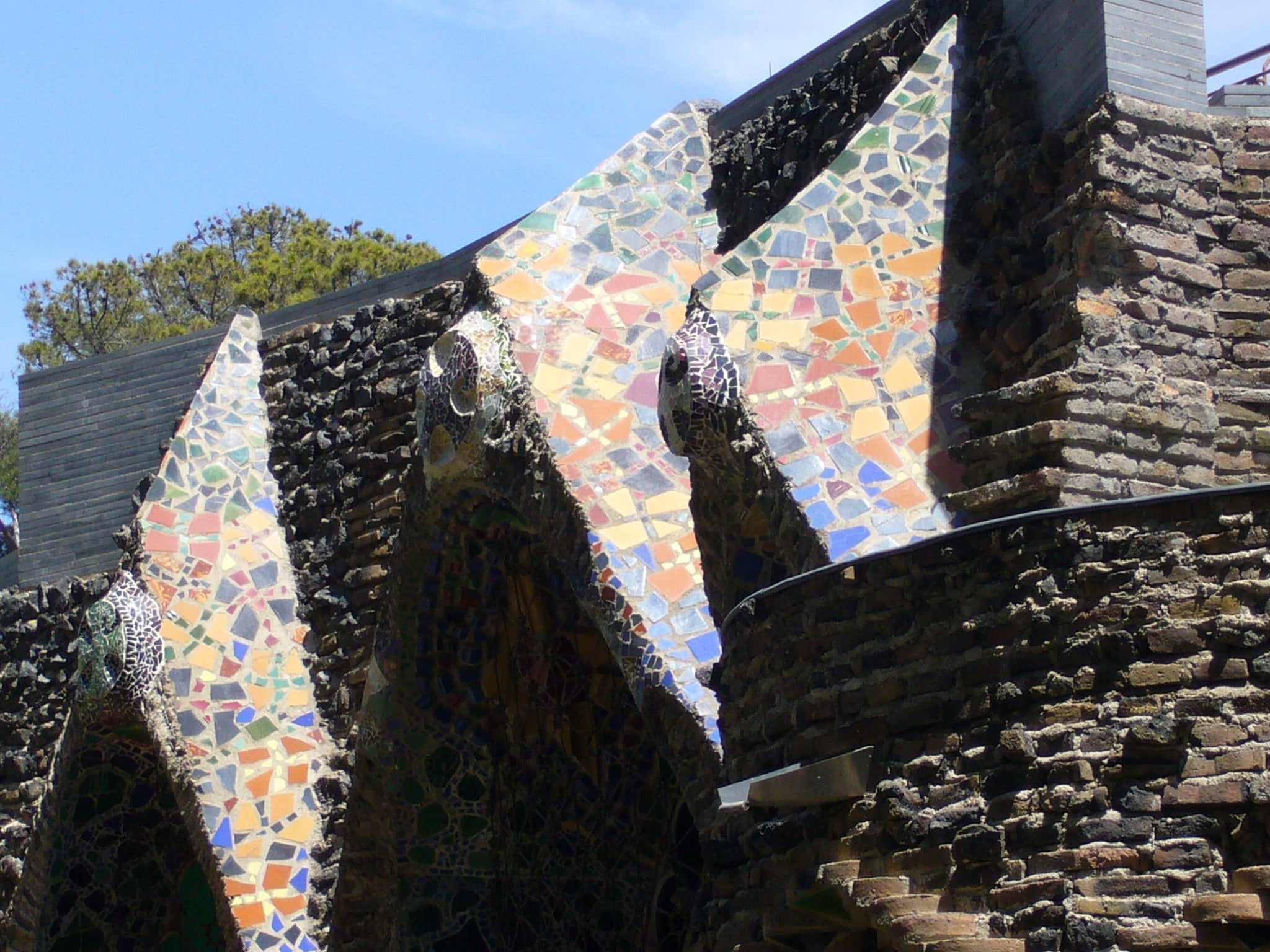 Pared en Colonia Guell