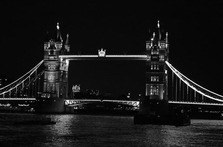 Cine negro en Tower Bridge