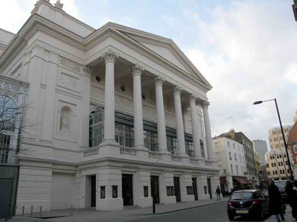 Pueblo en Royal Opera House