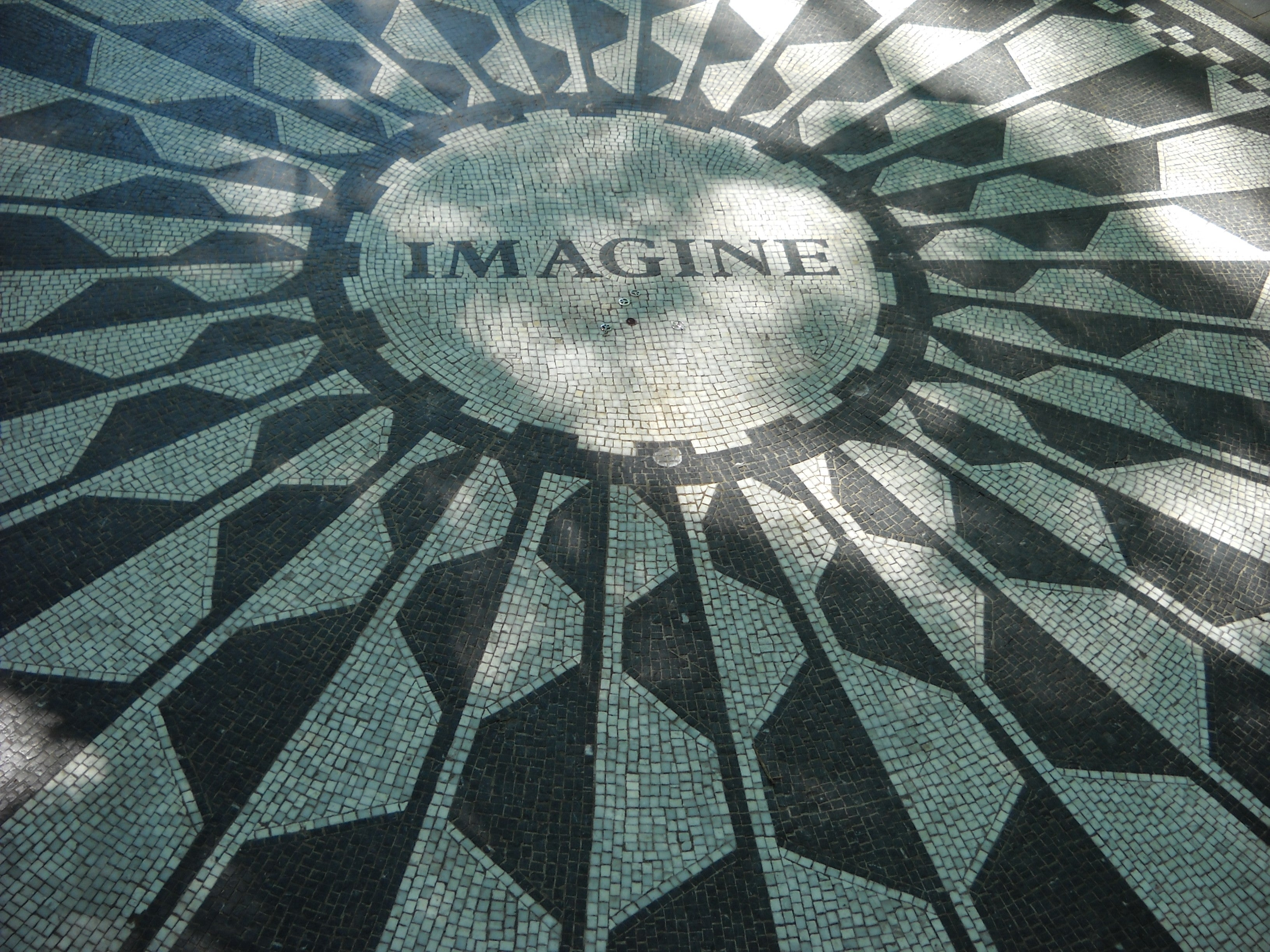 Peinado en Strawberry Fields - monumento a John Lennon