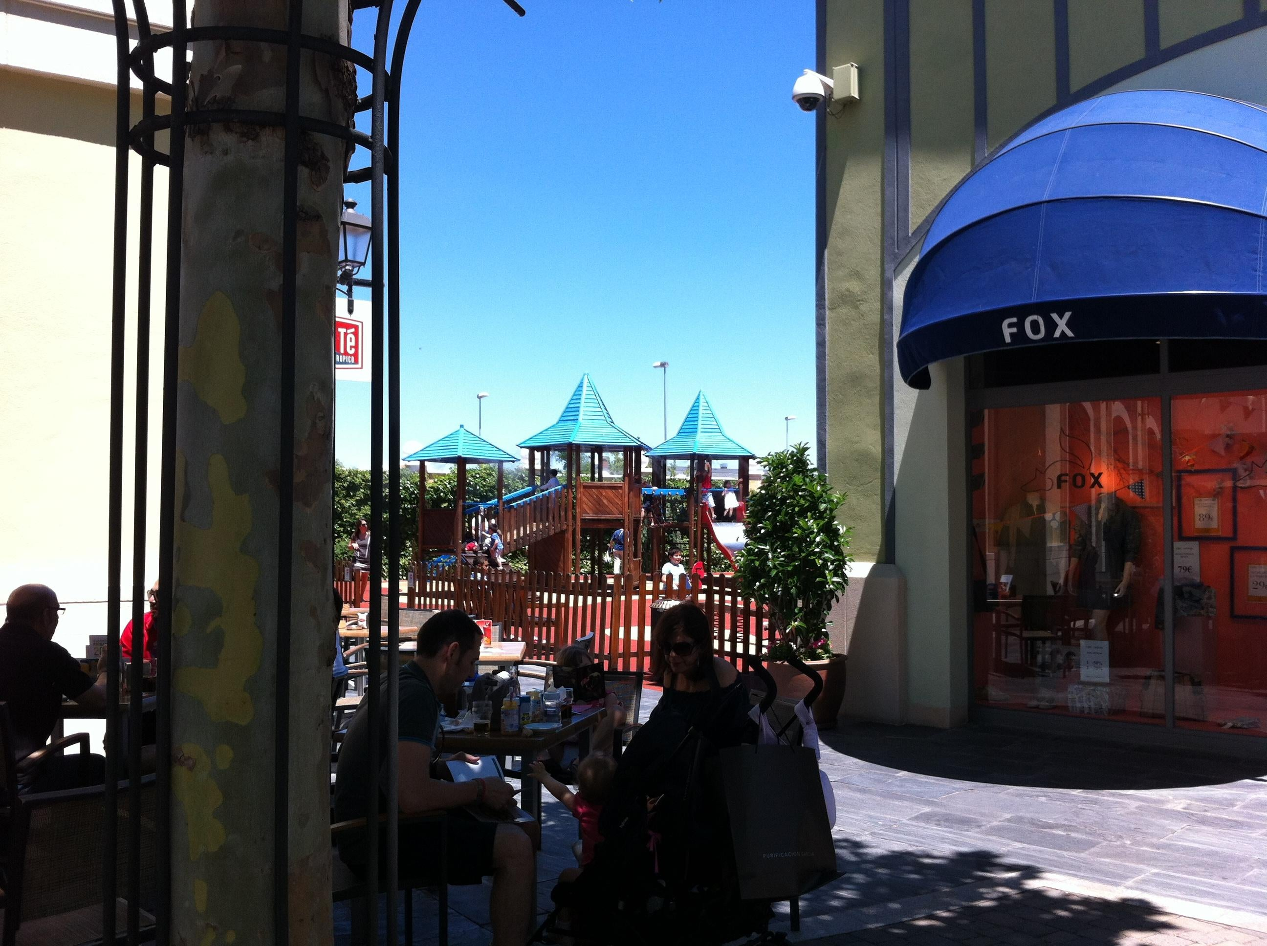 Anochecer en Las Rozas Village outlet shopping