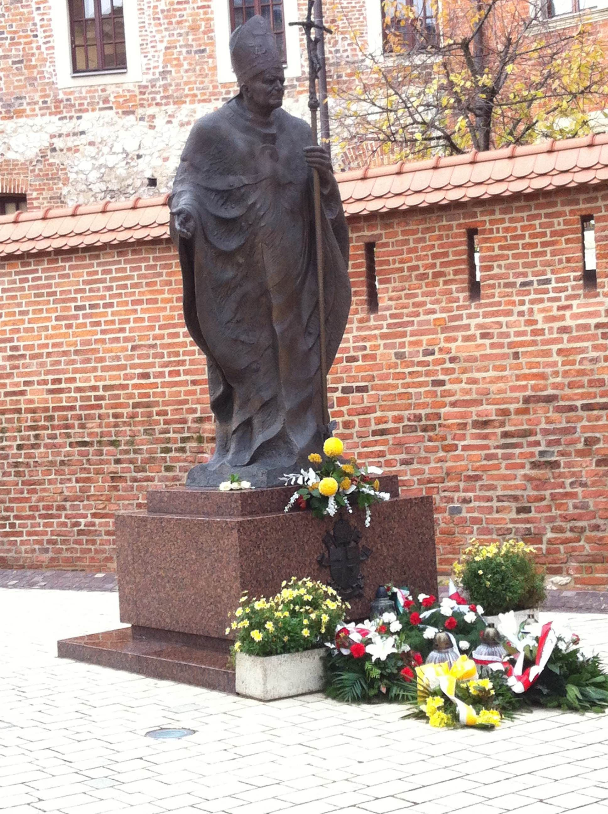 Estatua en Catedral Wawel