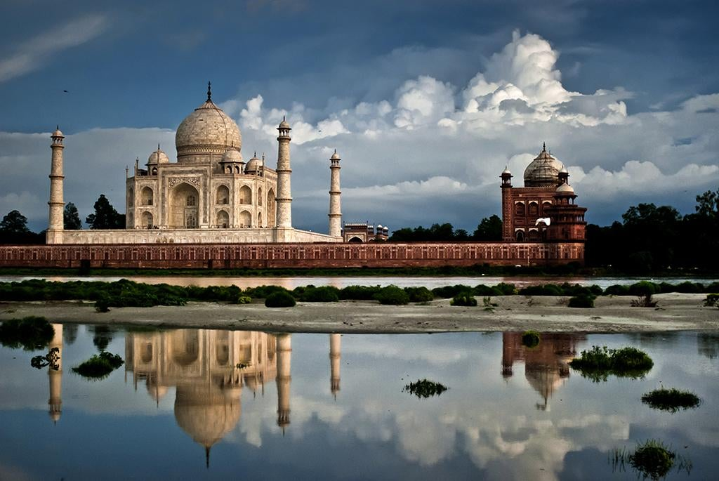 Nube en Taj Mahal