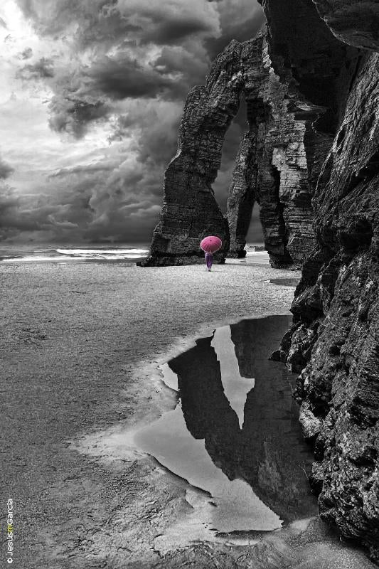 Negro en Playa de Las Catedrales - As Catedrais