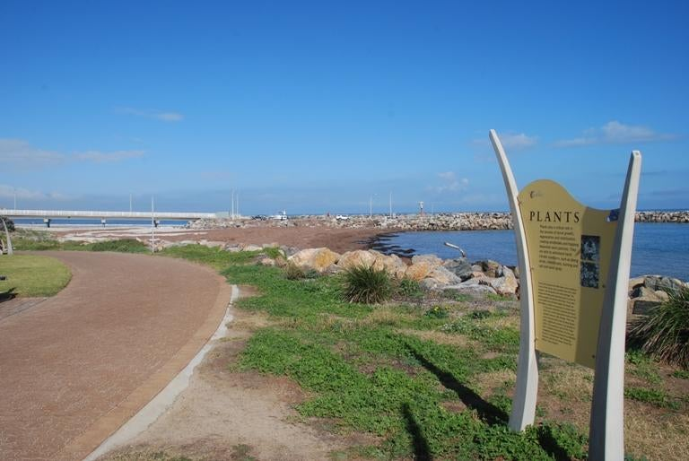 Costa en Coast Park Bike Path