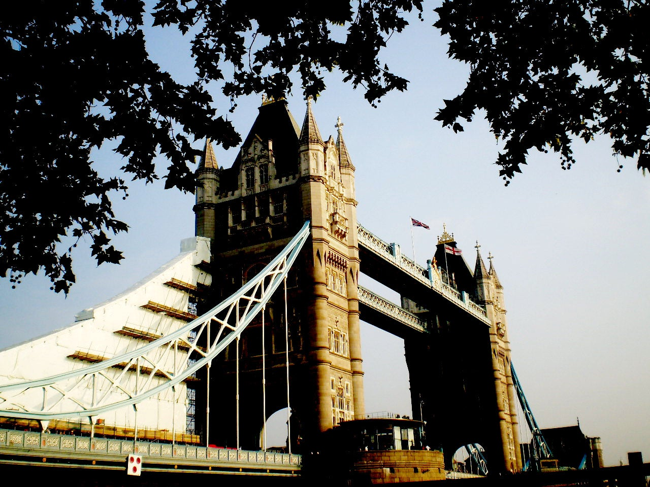 Amarillo en Tower Bridge