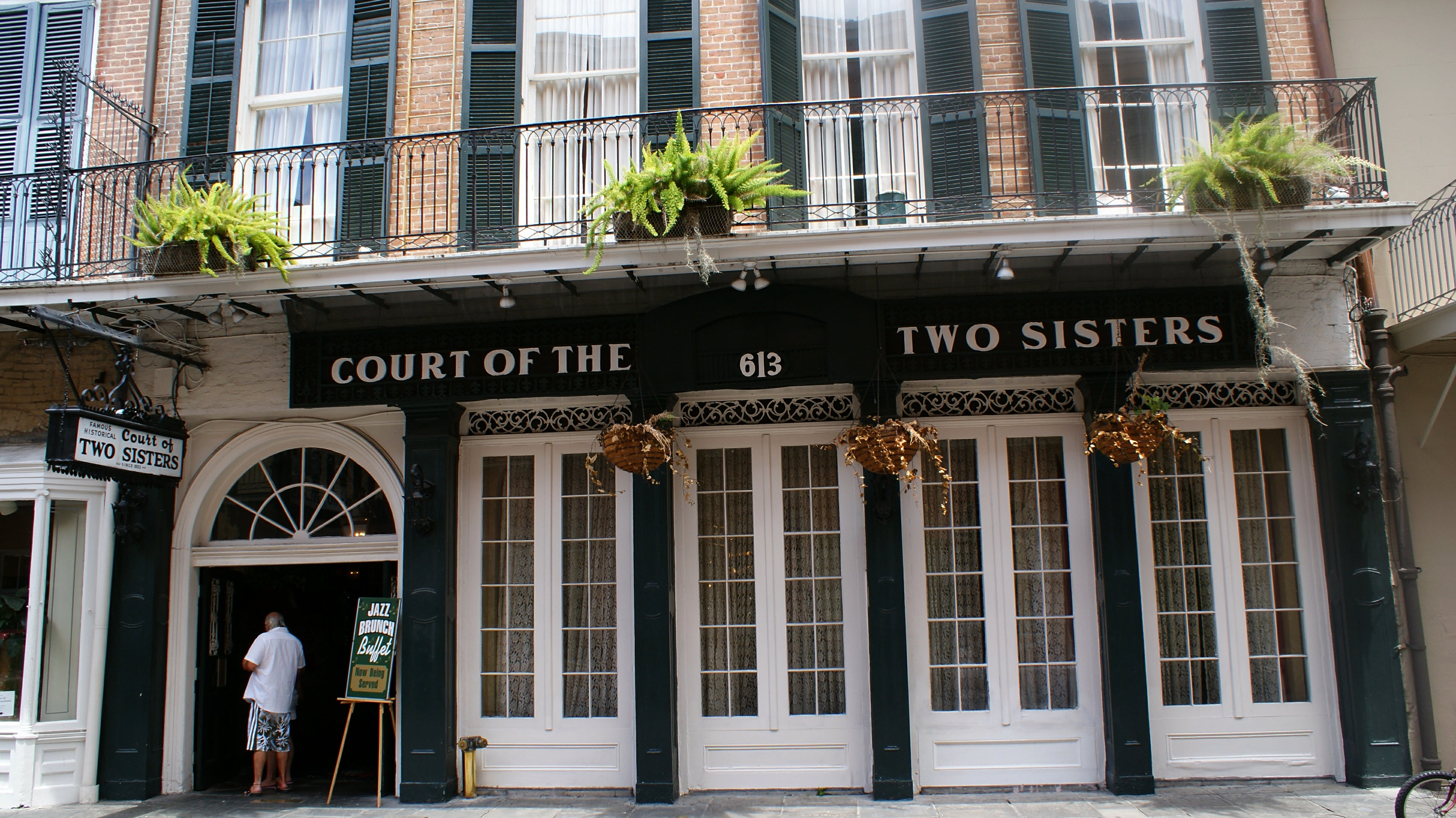 Court of the Two Sisters