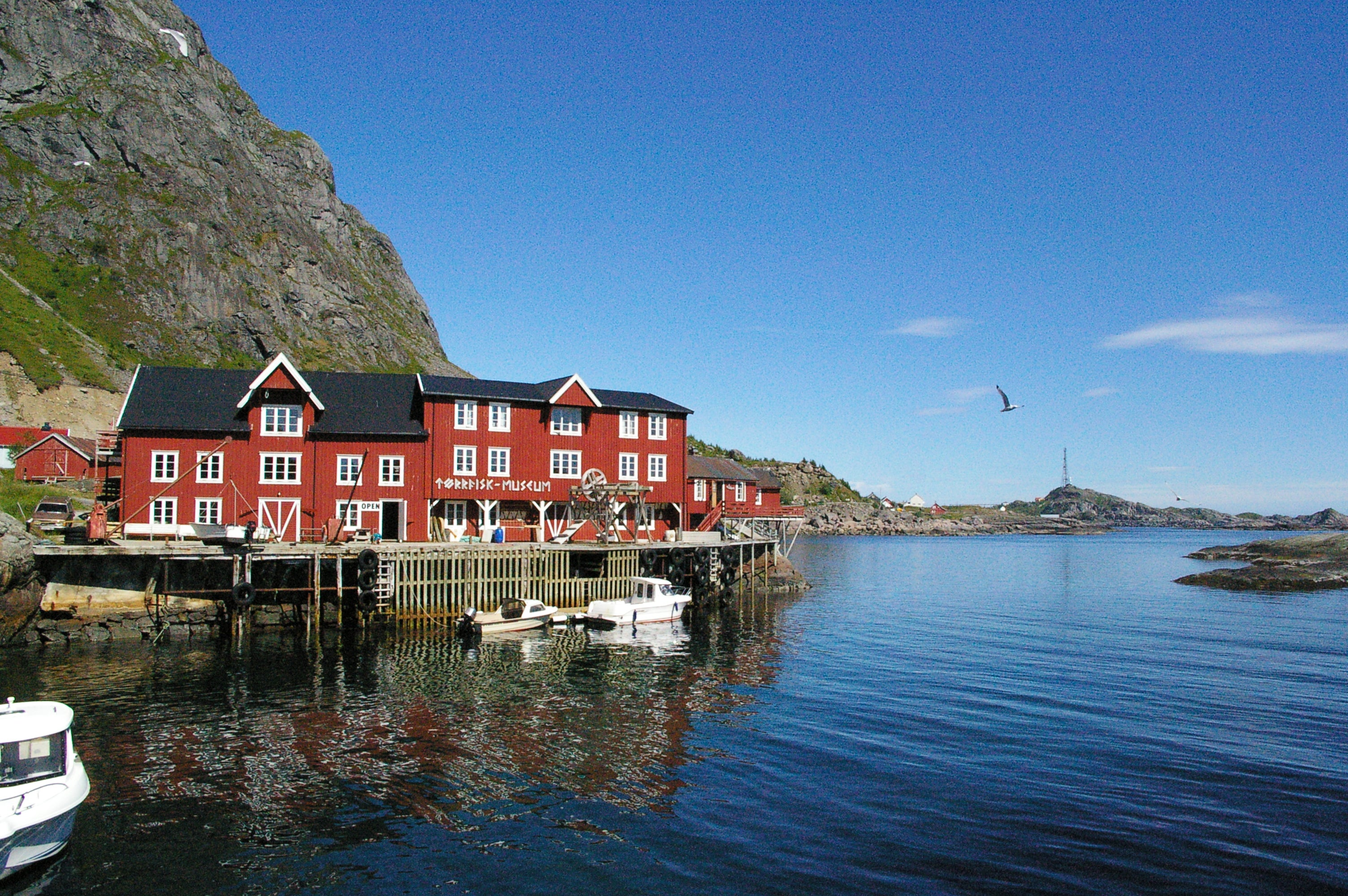 The town with the shorter name of the planet: Å