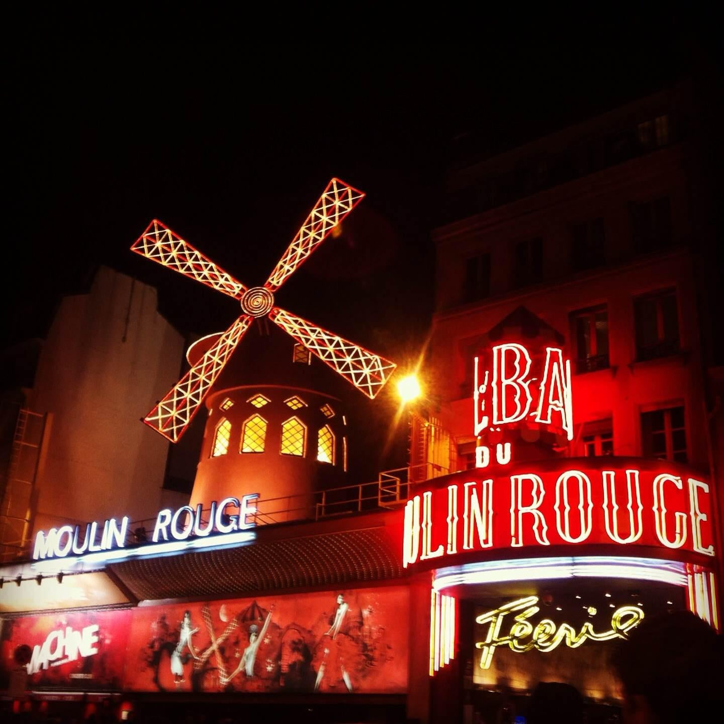 Escenario en Moulin Rouge