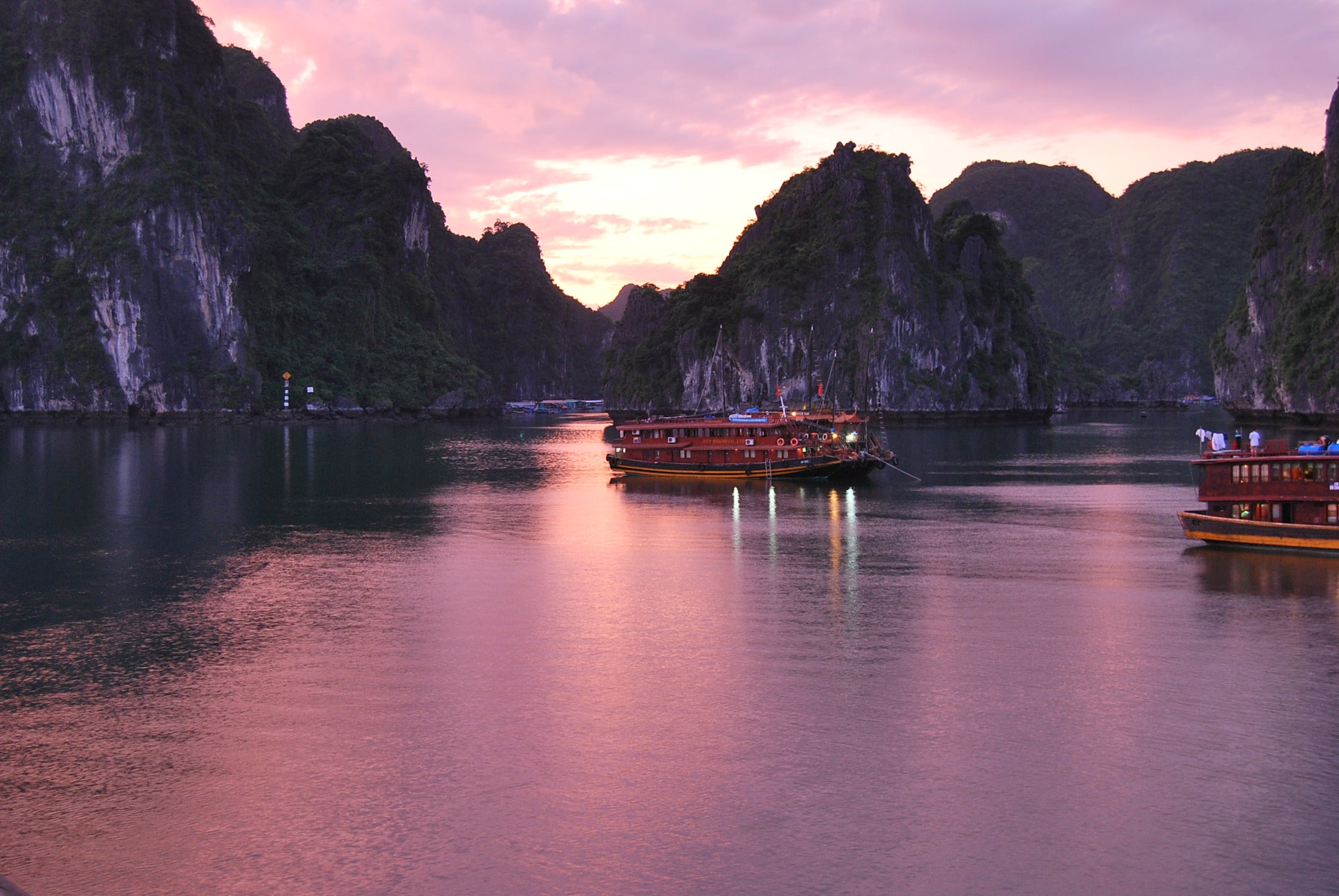 Color rosa en Bahia de Halong - Halong Bay