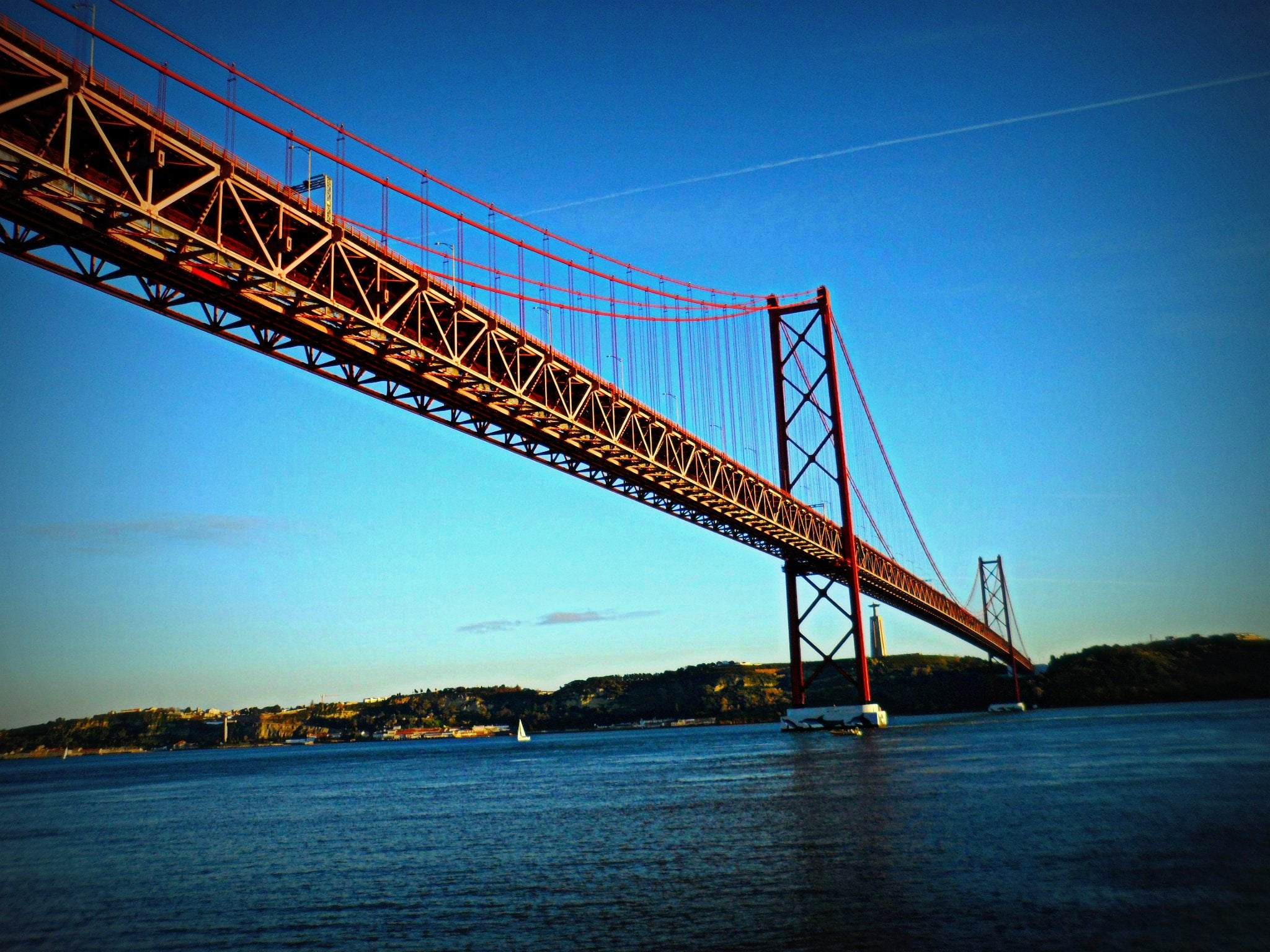 Mar en Puente 25 de Abril