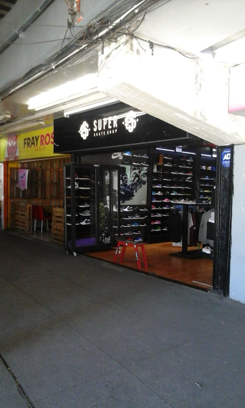 outdoor Structure in Super Skate Shop