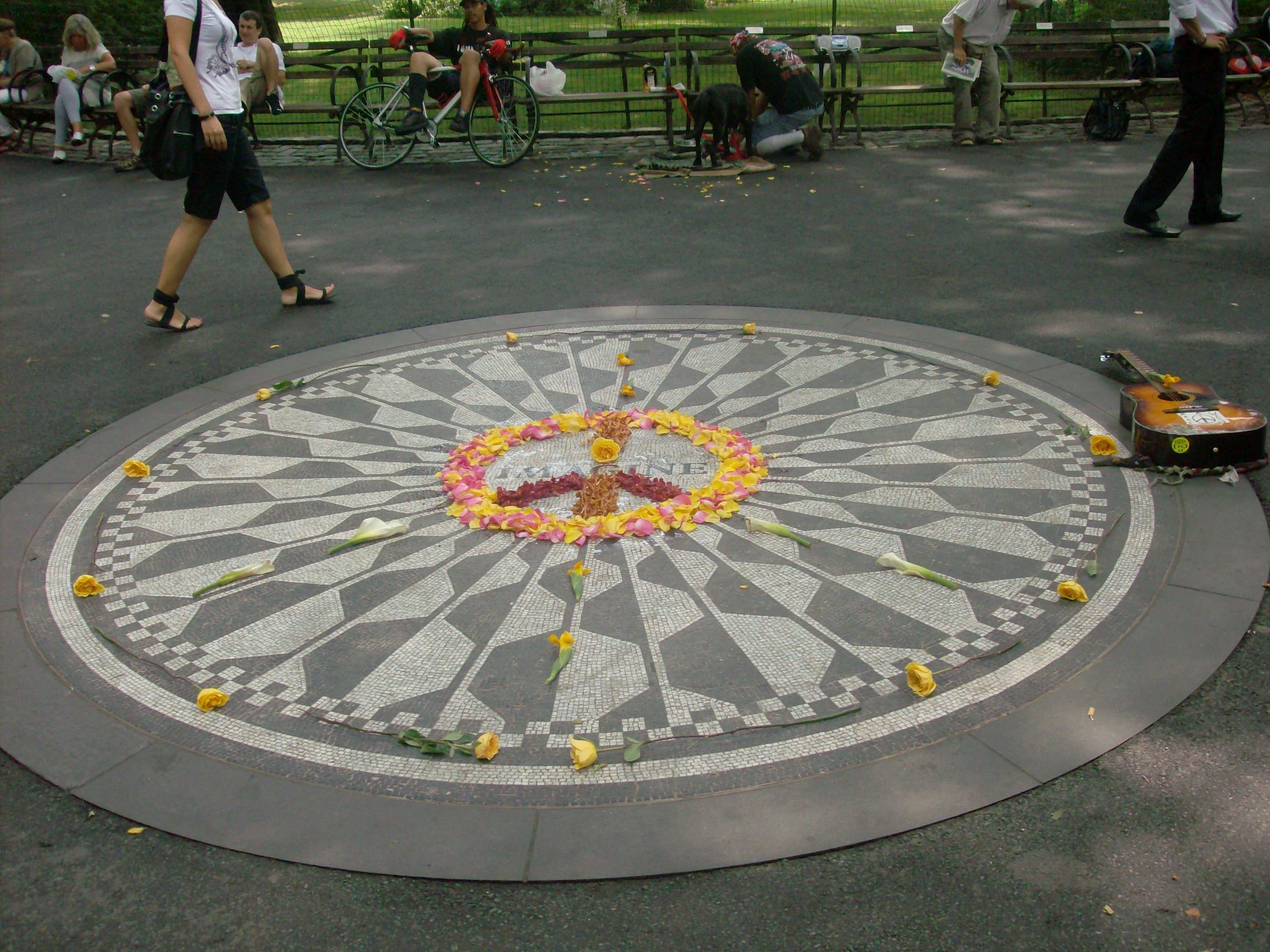 Vidrio en Strawberry Fields - monumento a John Lennon