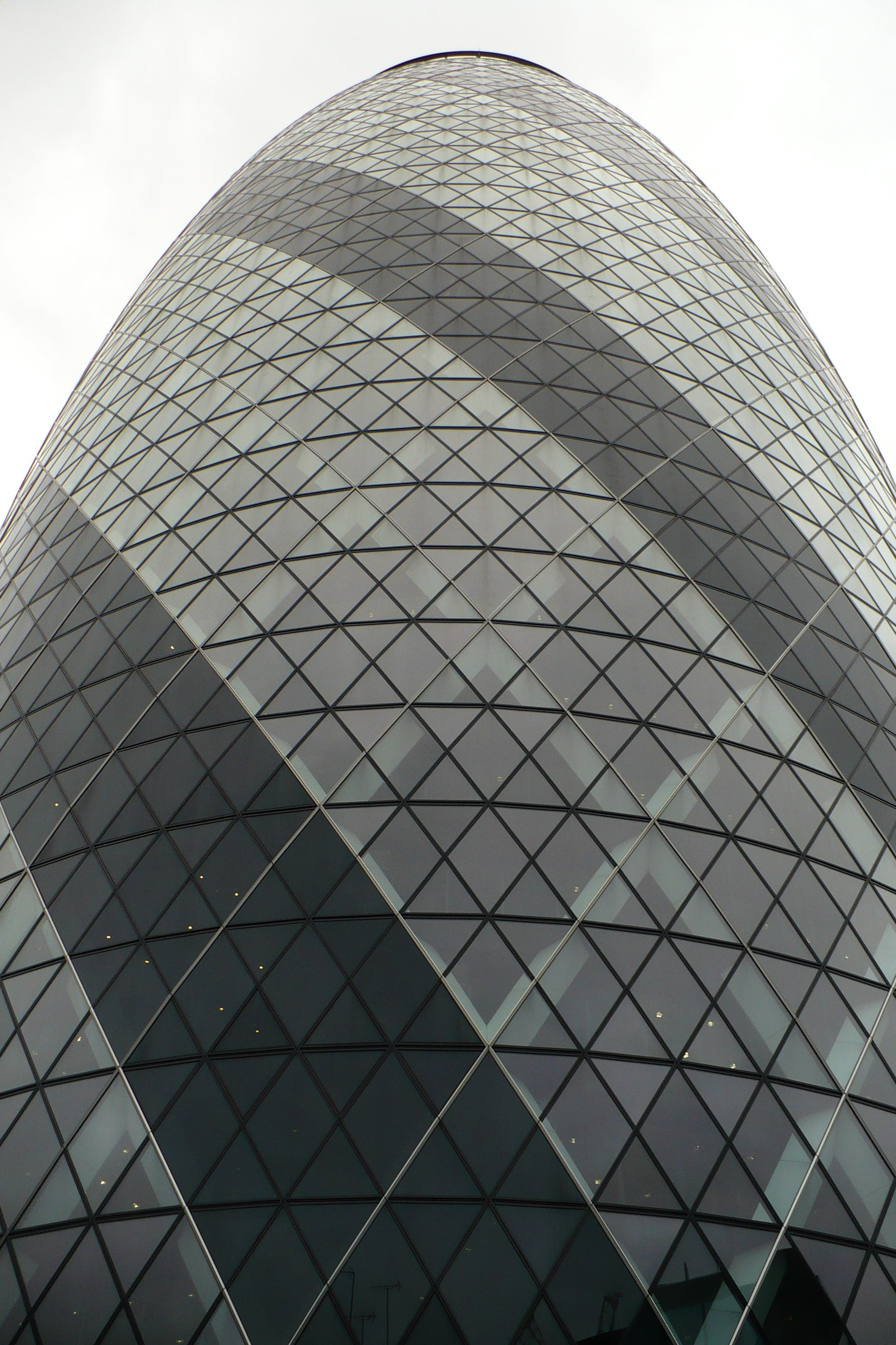 Simetría en Swiss Re Tower - Torre Gherkin