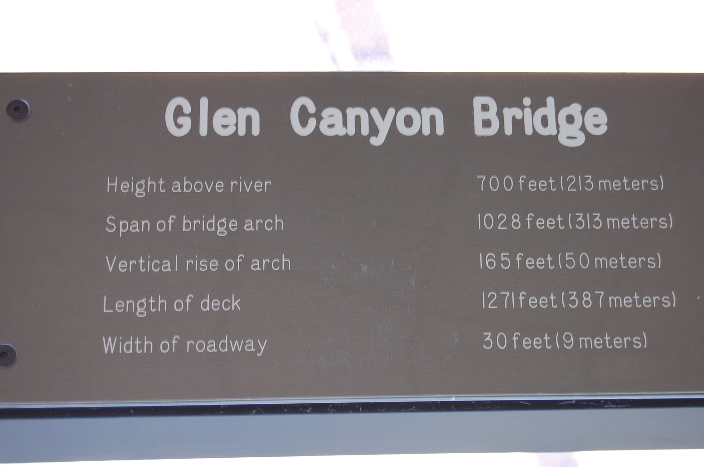 Placa conmemorativa en Glen Canyon Bridge