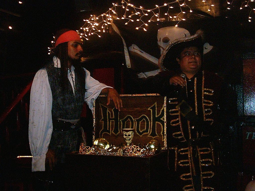 Capitan Hook. Diner and Pirate Show