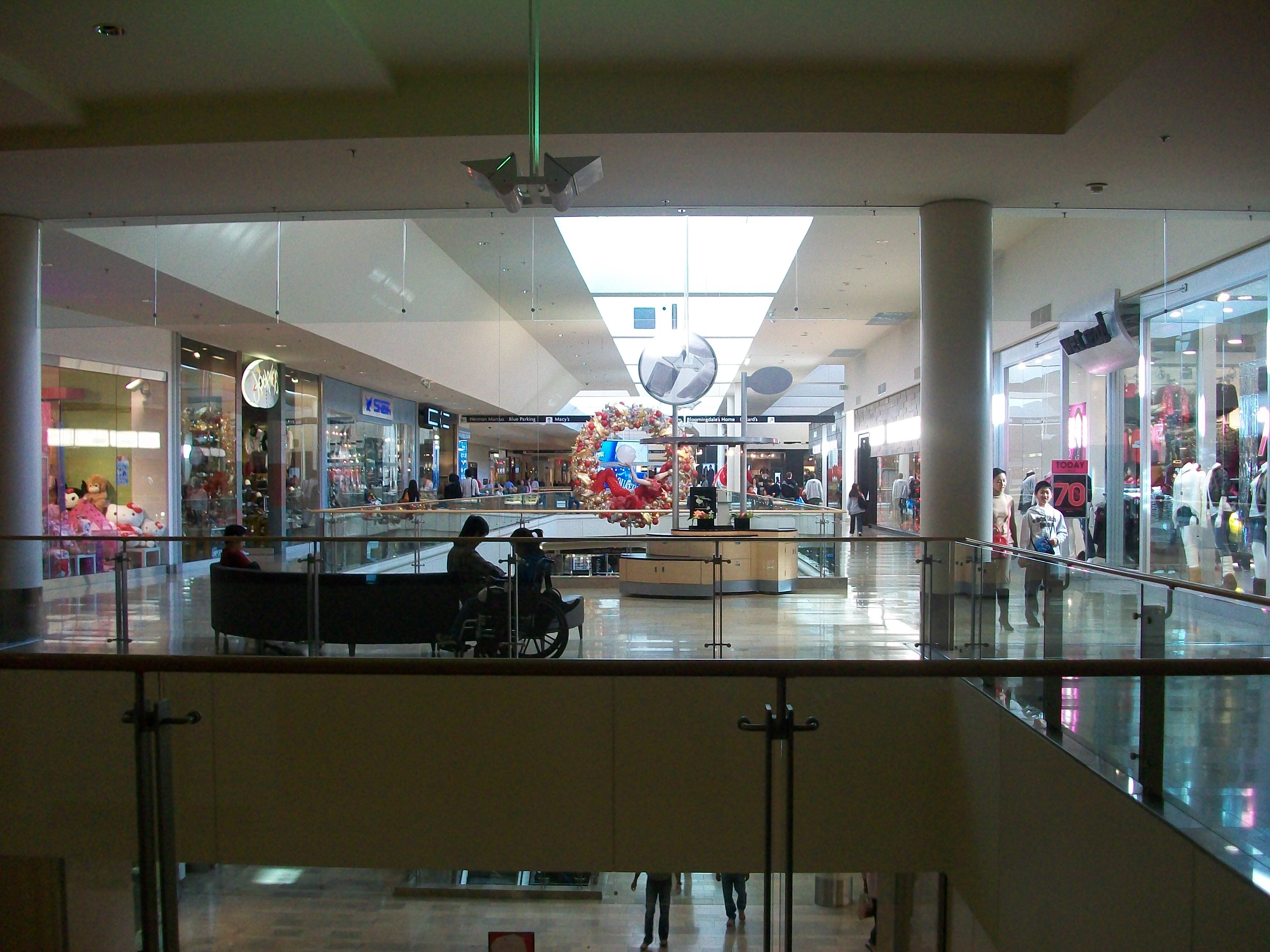 Photos of Fashion Show Mall , Images