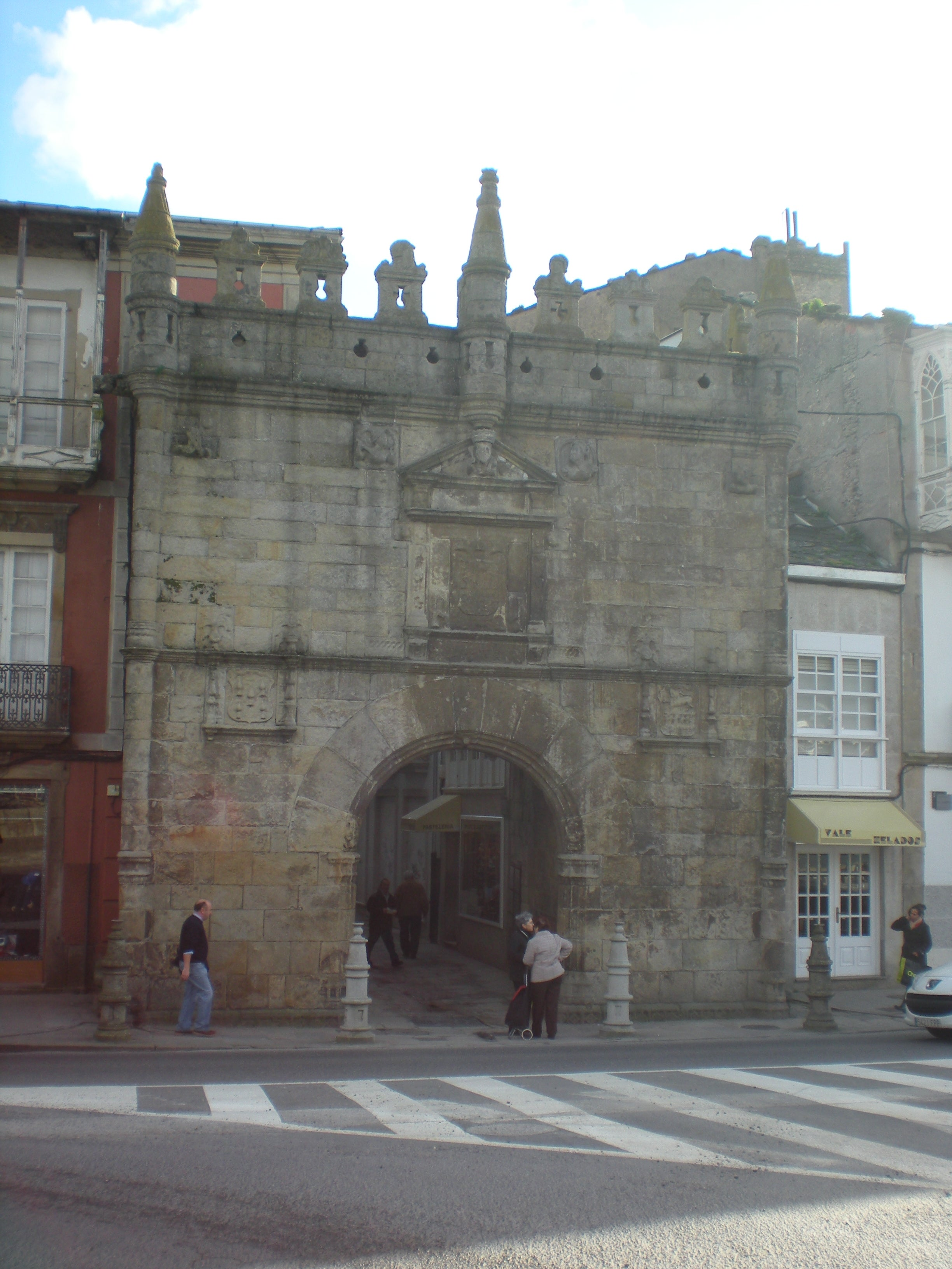 Door of Carlos V (or the castle of the bridge)