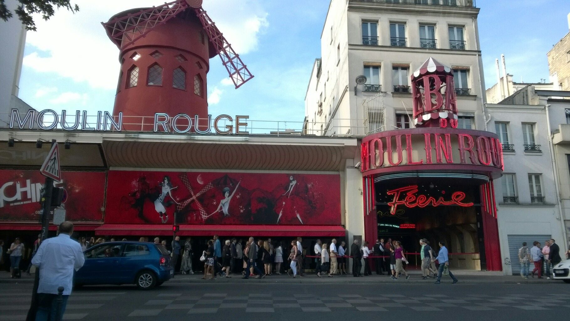 Pueblo en Moulin Rouge