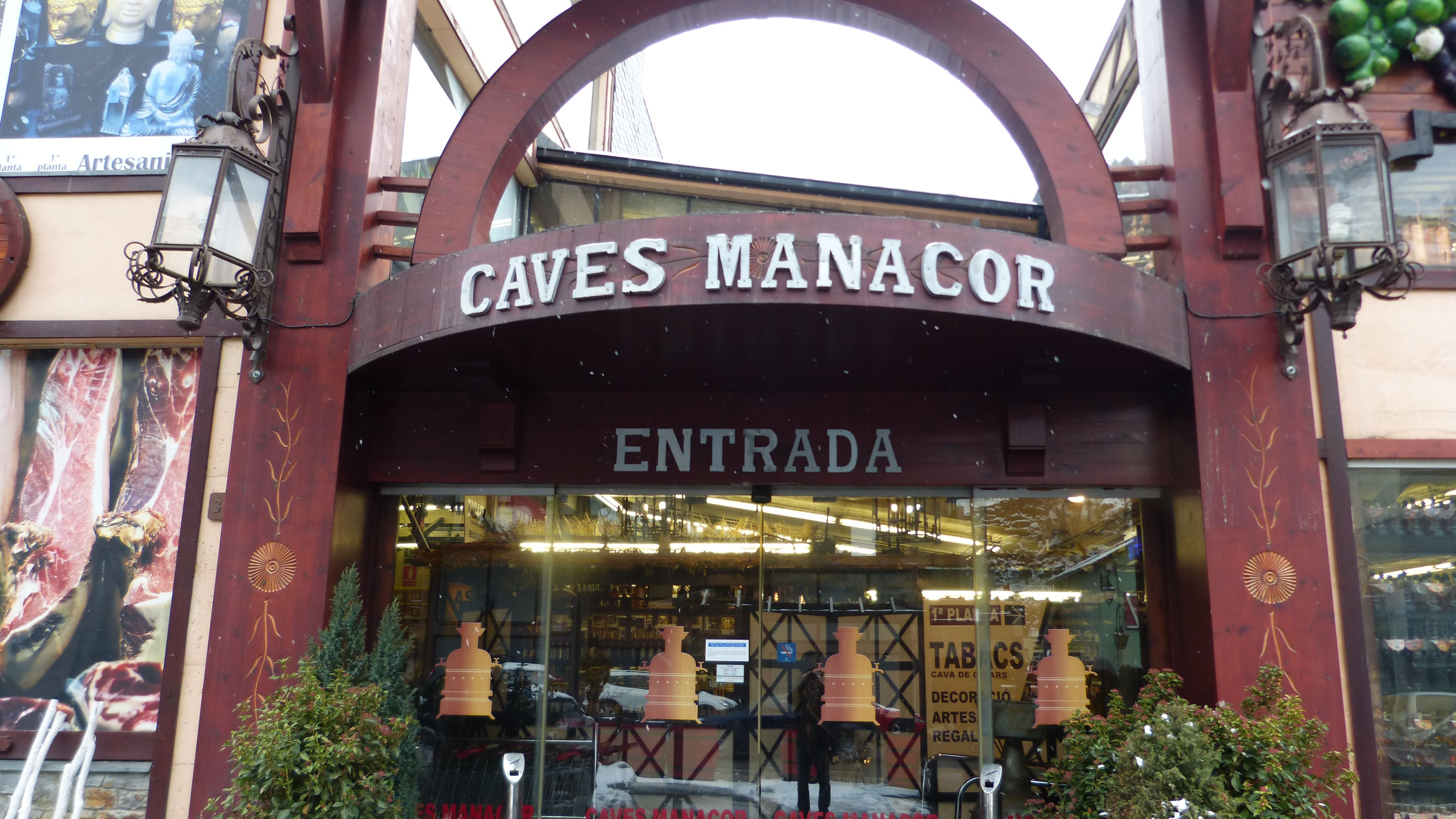 Retail Store in Caves Manacor