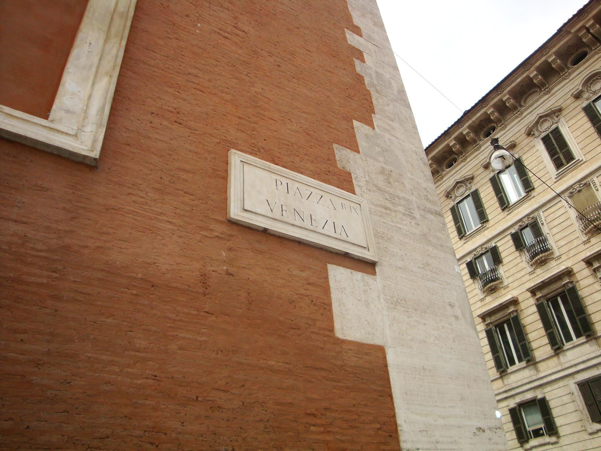 Pared en Piazza Venecia