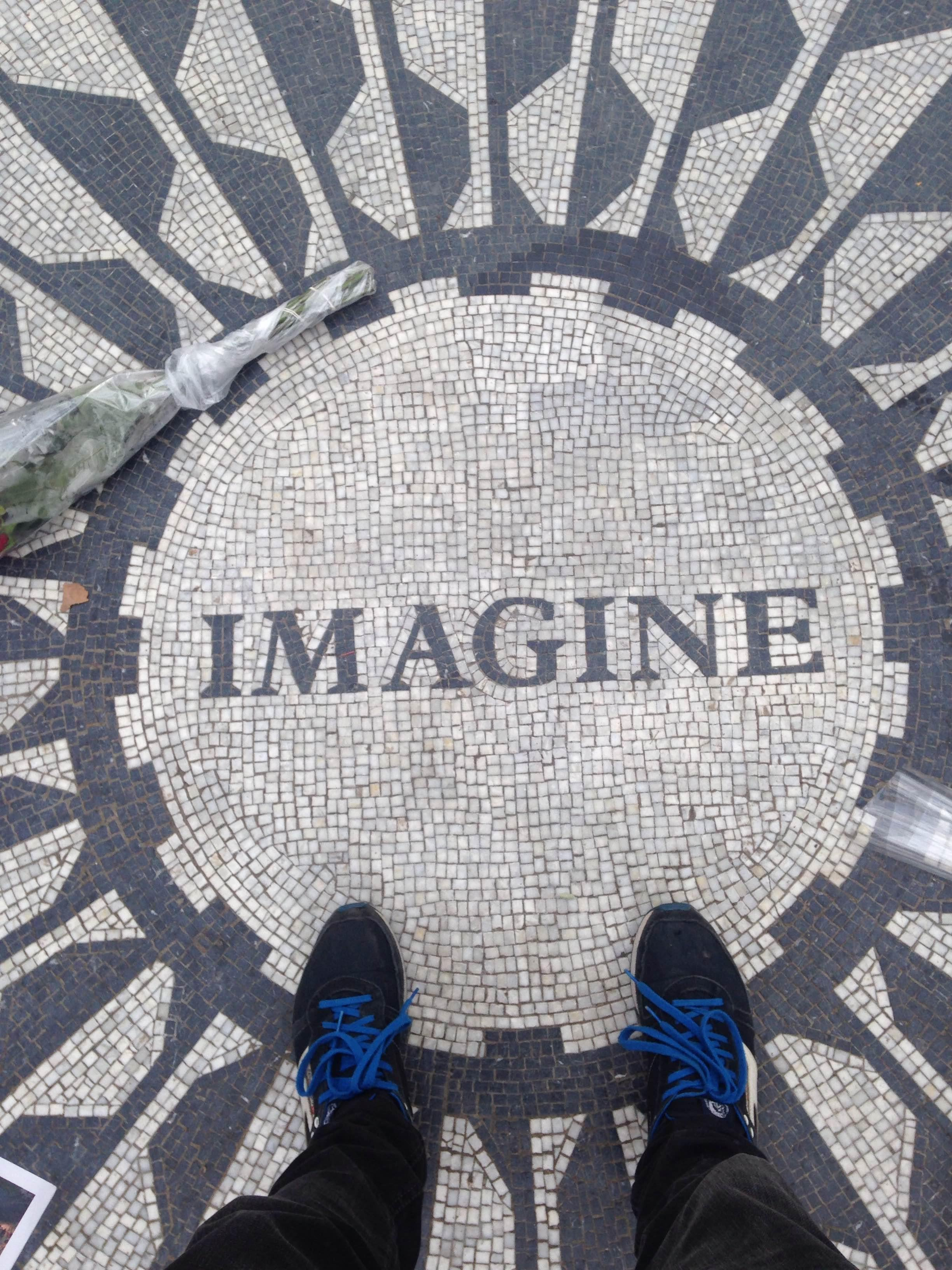 Suelo en Strawberry Fields - monumento a John Lennon