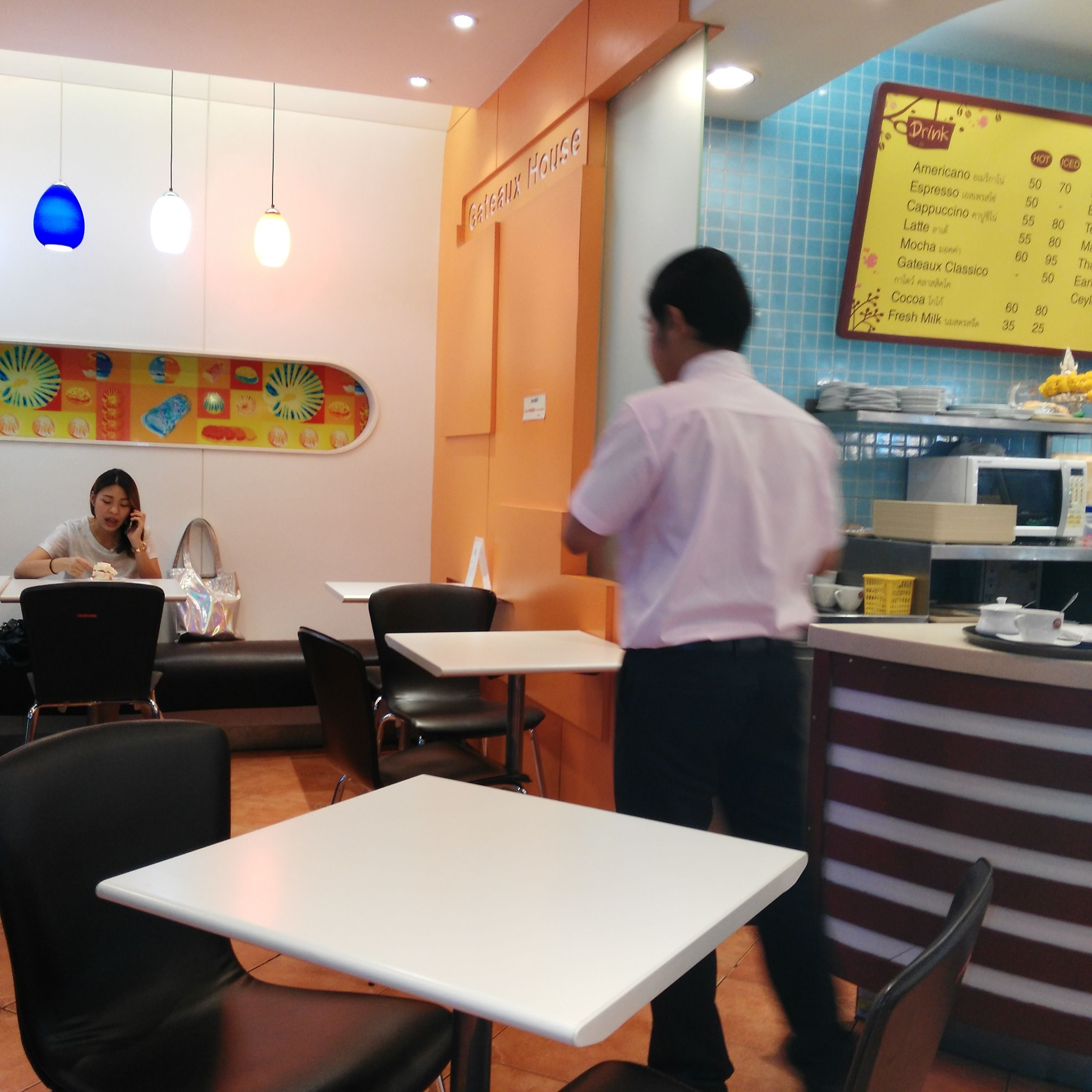 Room in Cafeteria Gateaux House