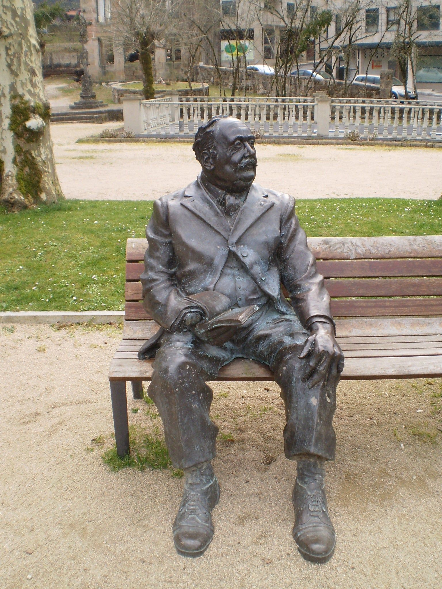 Sculpture of Enrique Peinador Lines