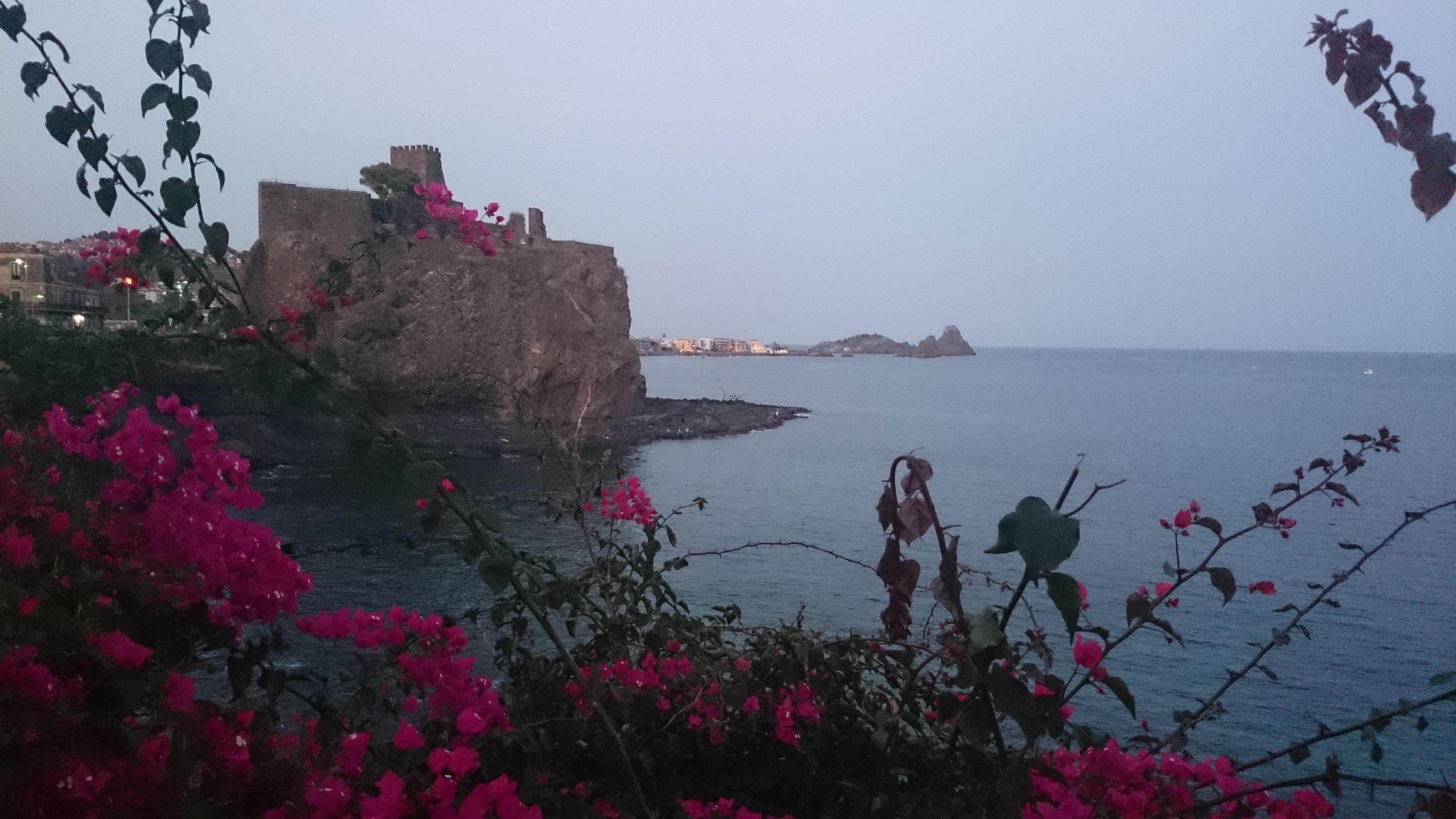 Color rosa en Aci Castello