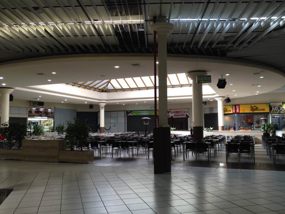 Zona de restaurantes en Martcenter Shopping
