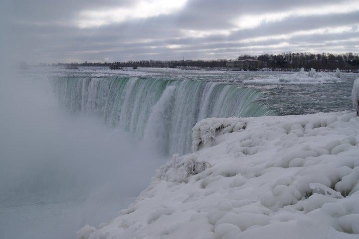 Invierno en Las cataratas canadienses del Niagara, Niagara on the Lake, Canada